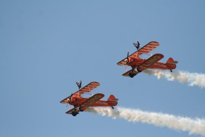 Des filles sur les ailes des avions : Les Wingwalkers